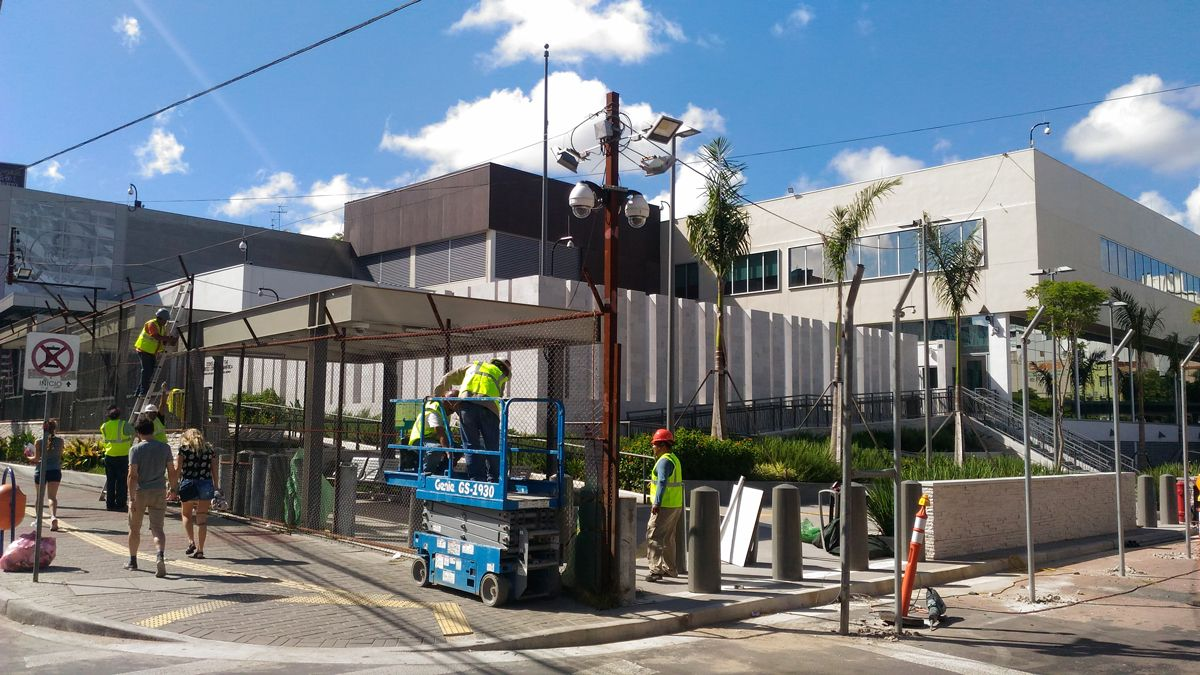 Obras adiantadas da sede do Consulado americano em Porto Alegre.