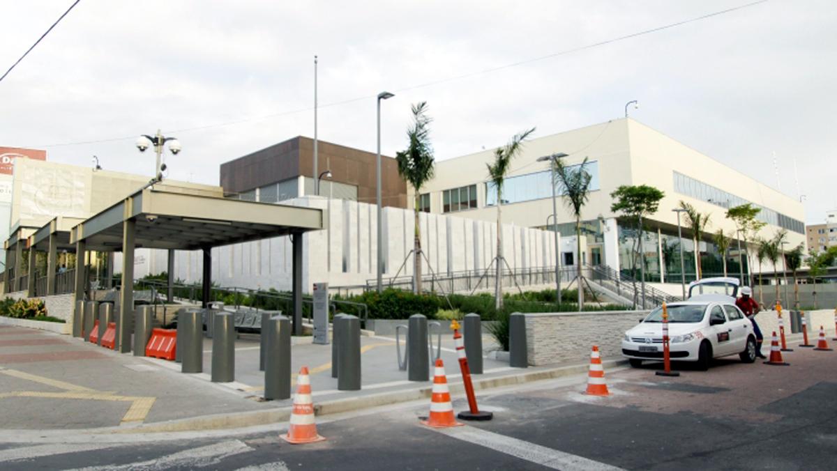 Espaçoso, moderno e seguro. O Consulado americano em Porto Alegre foi projetado para melhor atender as pessoas que buscam por assistência ou informação do governo americano no Brasil.