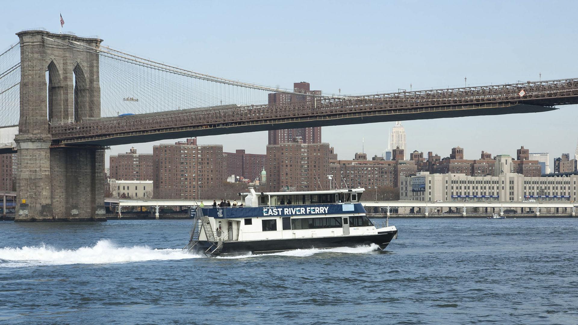 Economize em passeios usando East River Ferry