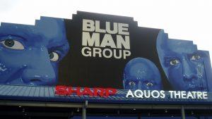 Show do grupo Blue Man no Sharp Aquos Theatre