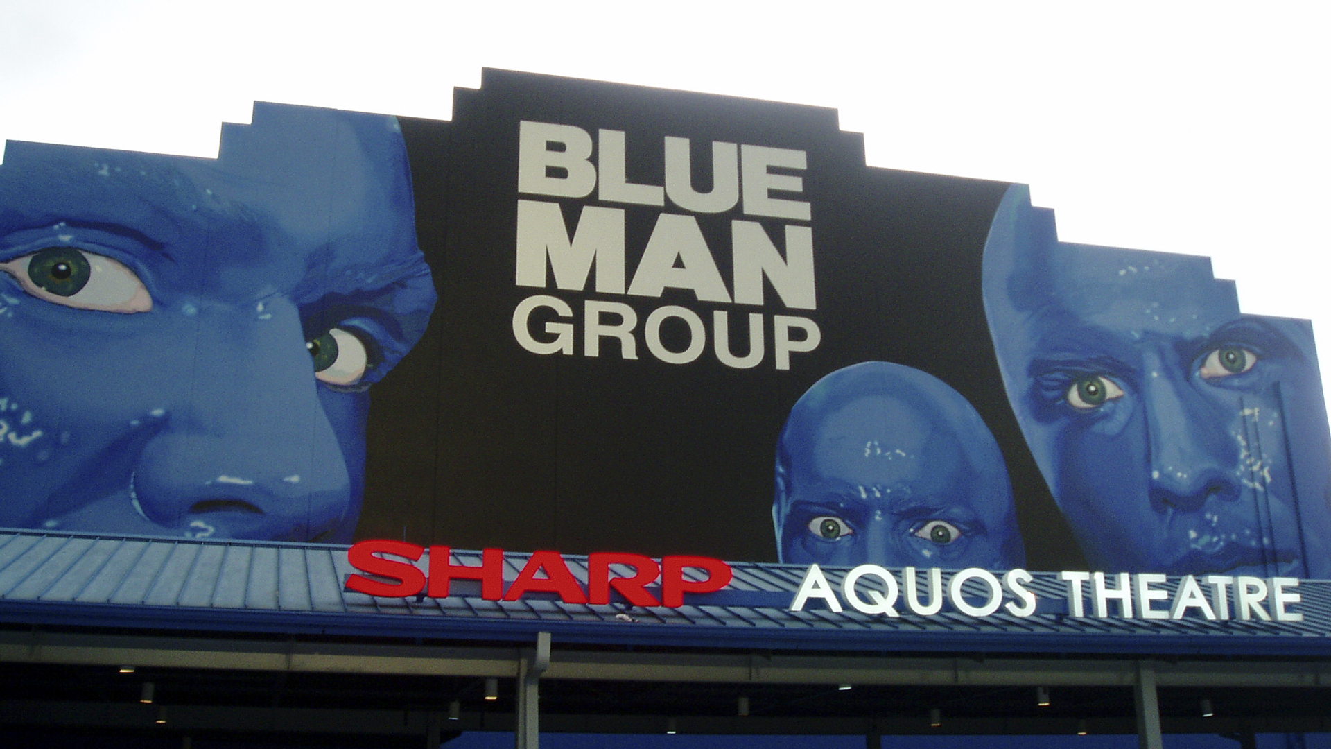 Show do grupo Blue Man no Sharp Aquos Theatre