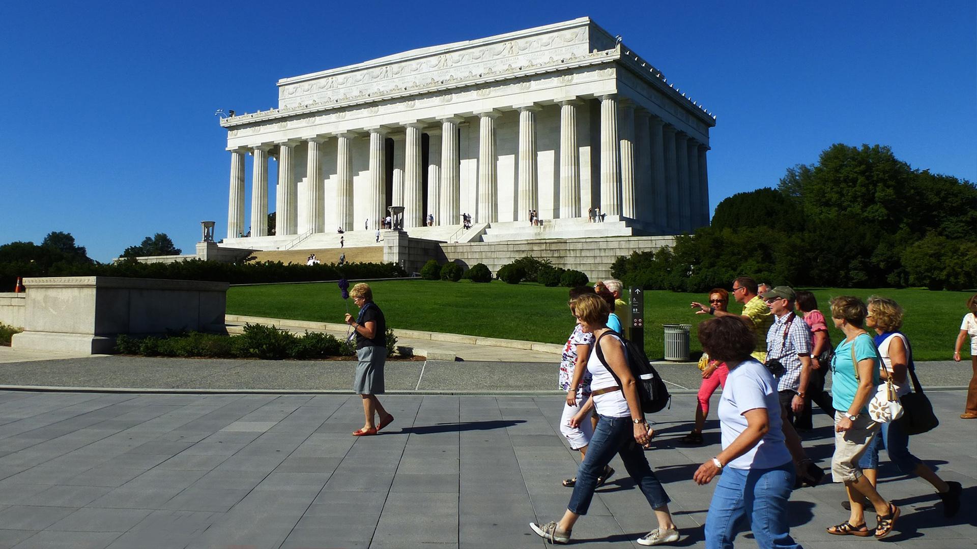 Ainda é grande o número de pessoas que desejam viajar para os EUA.