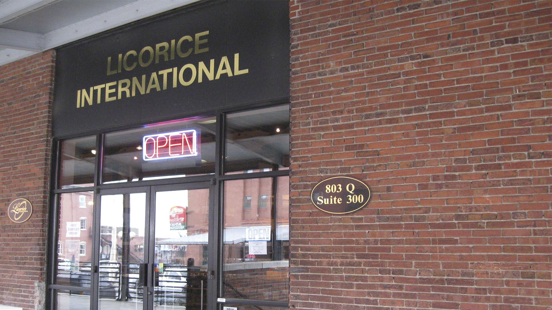 Parada obrigatória para os admiradores de licor é o Licorice International com sua variedade de bebidas e bom atendimento.