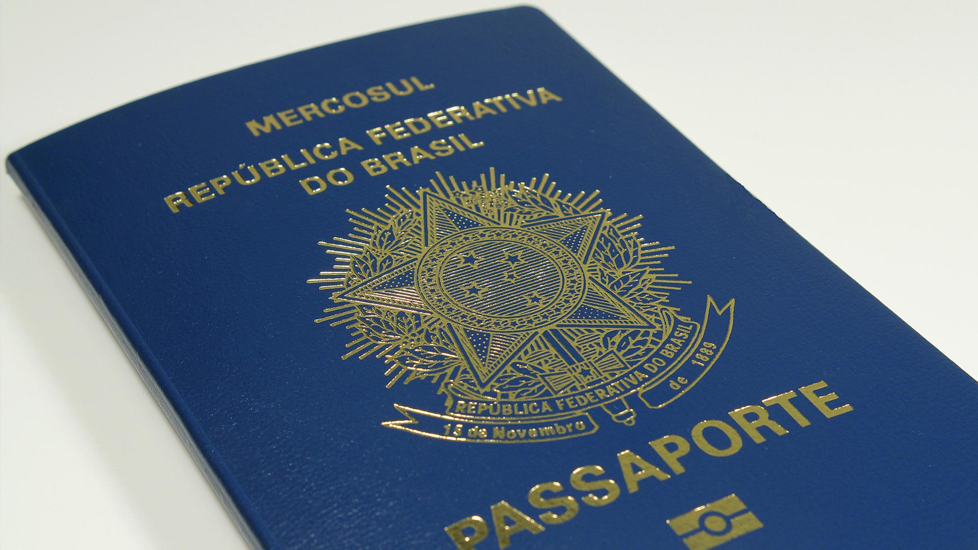 Passaporte azul representa o nome. Novas nações, novo mundo. Tudo novo.