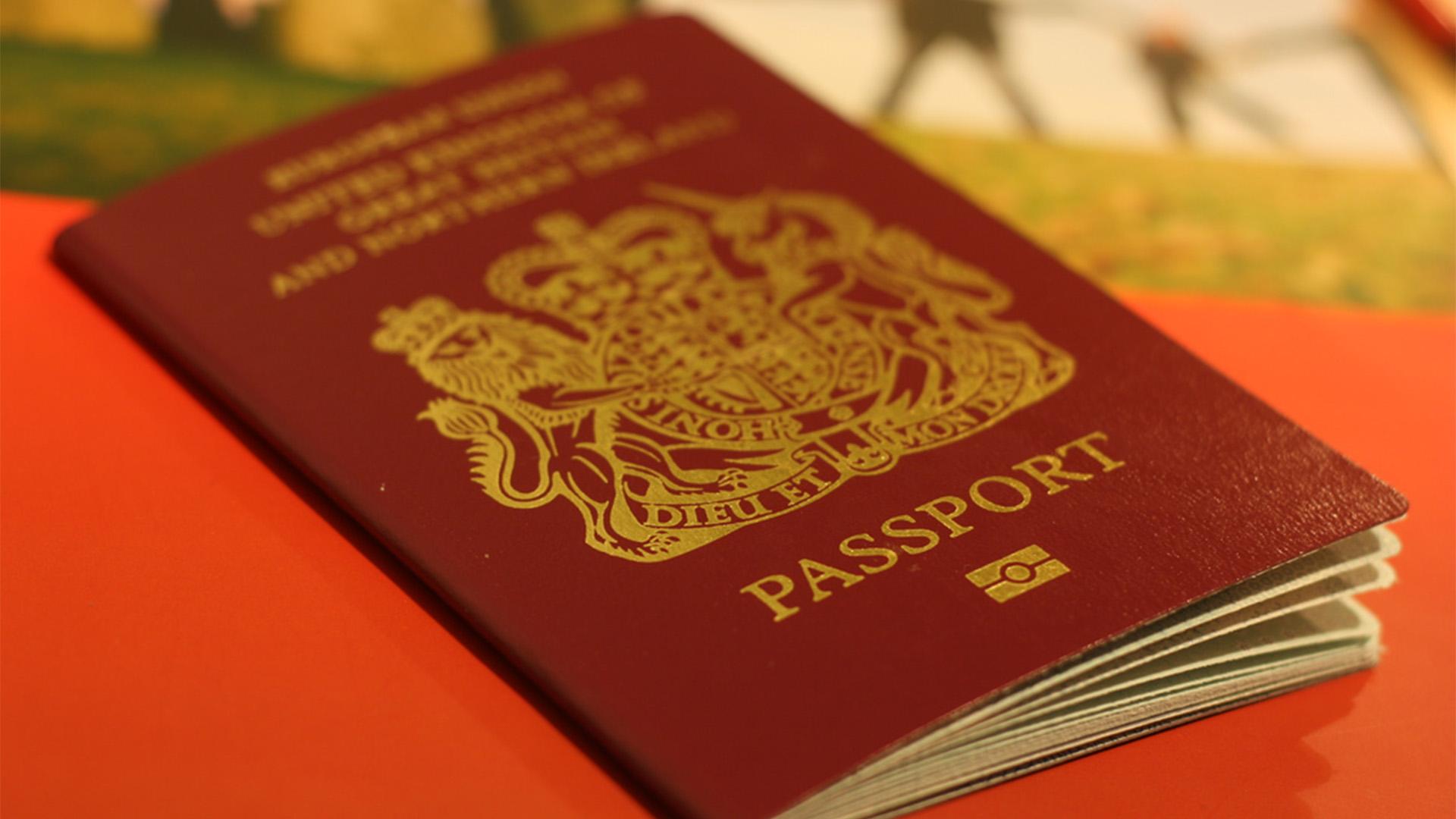 Passaporte vermelho tem uma conotação política muito forte, seja representando o passado ou nas relações existentes na atualidade.