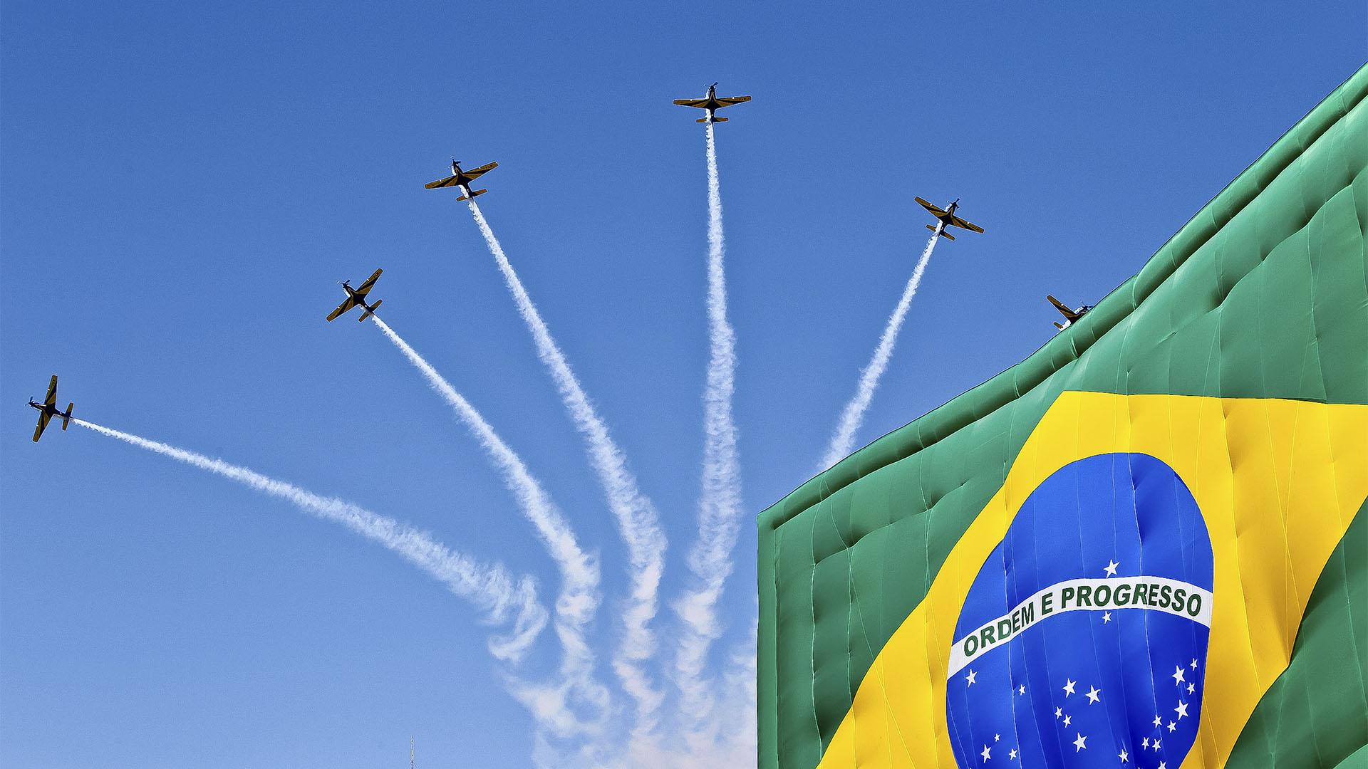 Recentemente o passaporte brasileiro passou por diversas mudanças e hoje possui estrelas na capa azul e marcas de segurança diversificadas.