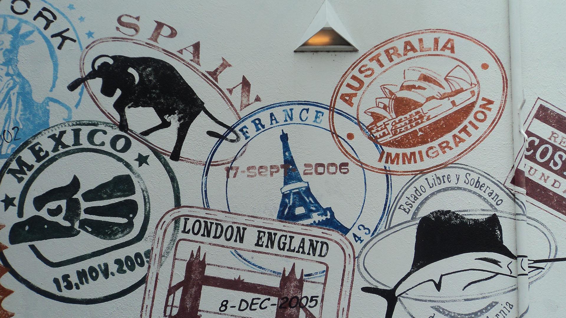 Além de apaixonados por viagens, muito turistas são verdadeiros colecionadores de carimbos em seus passaportes e para eles quanto mais inusitado melhor.