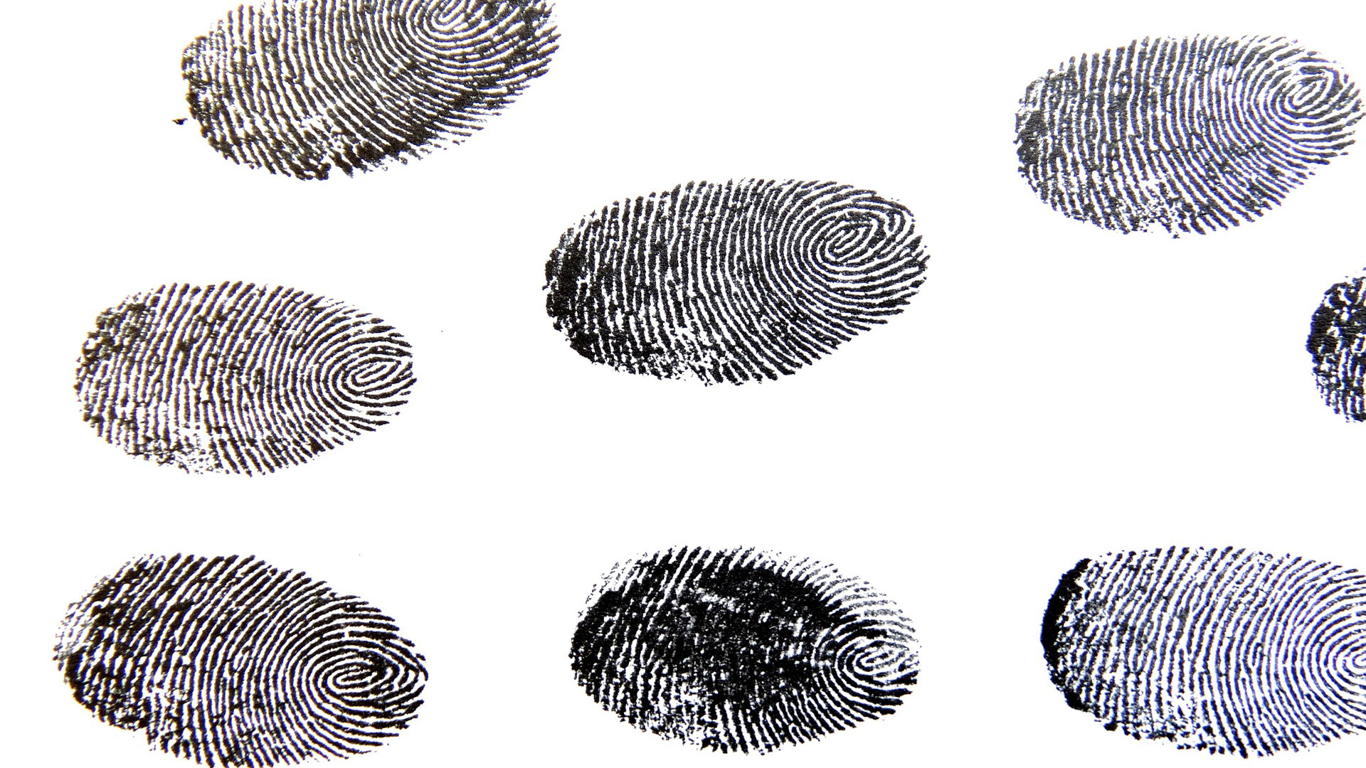 O recolhimento das impressões digitais faz parte da capitação de dados biométricos feitos no CASV.