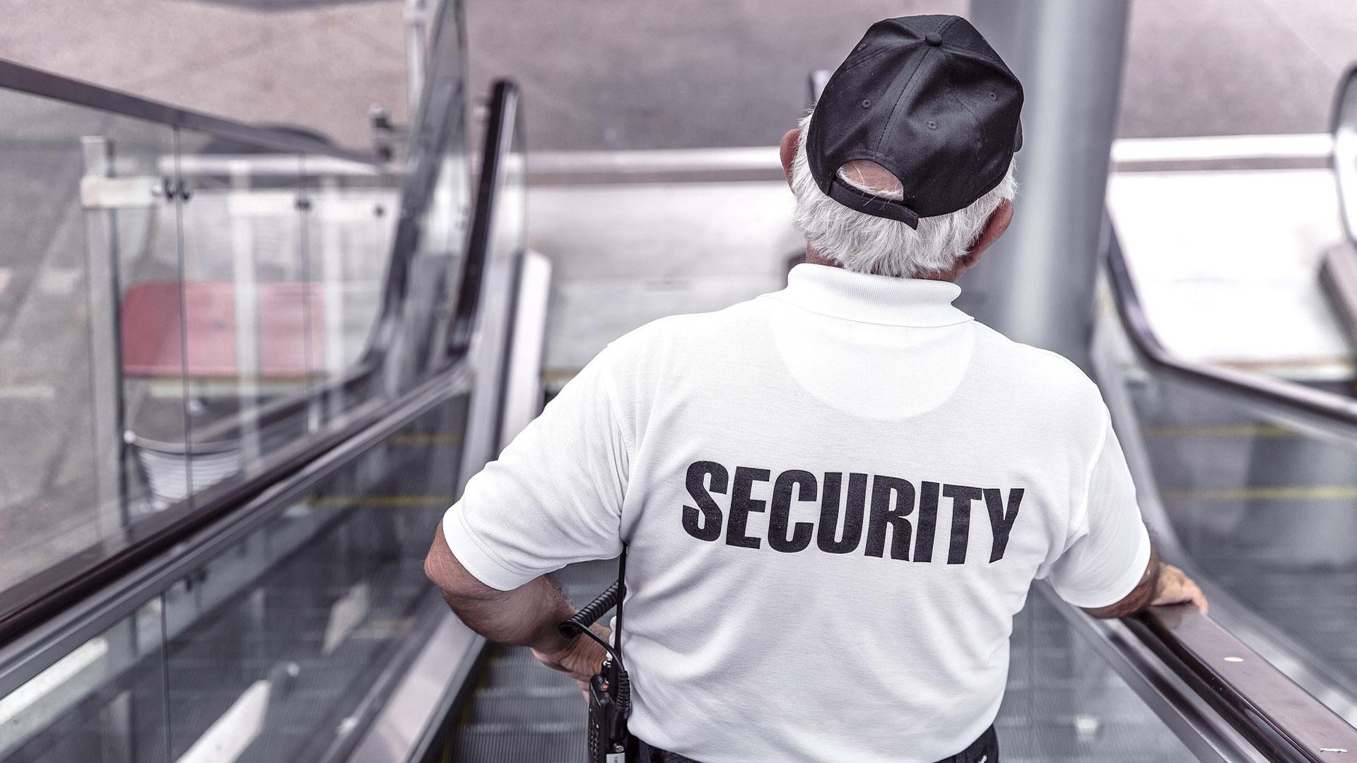 Nunca se esqueça! Os agentes de segurança estão realizando o trabalho deles. Sua segurança e de outros passageiros é a aprioridade.