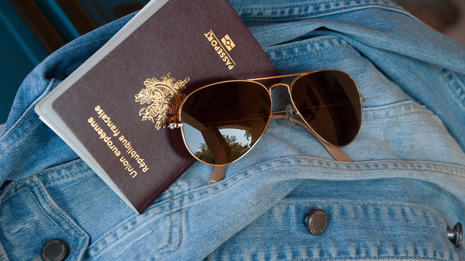 Passaporte é o documento mais importante para que faz viagens ao exterior. Ele mostra de onde você veio e por onde você já passou.