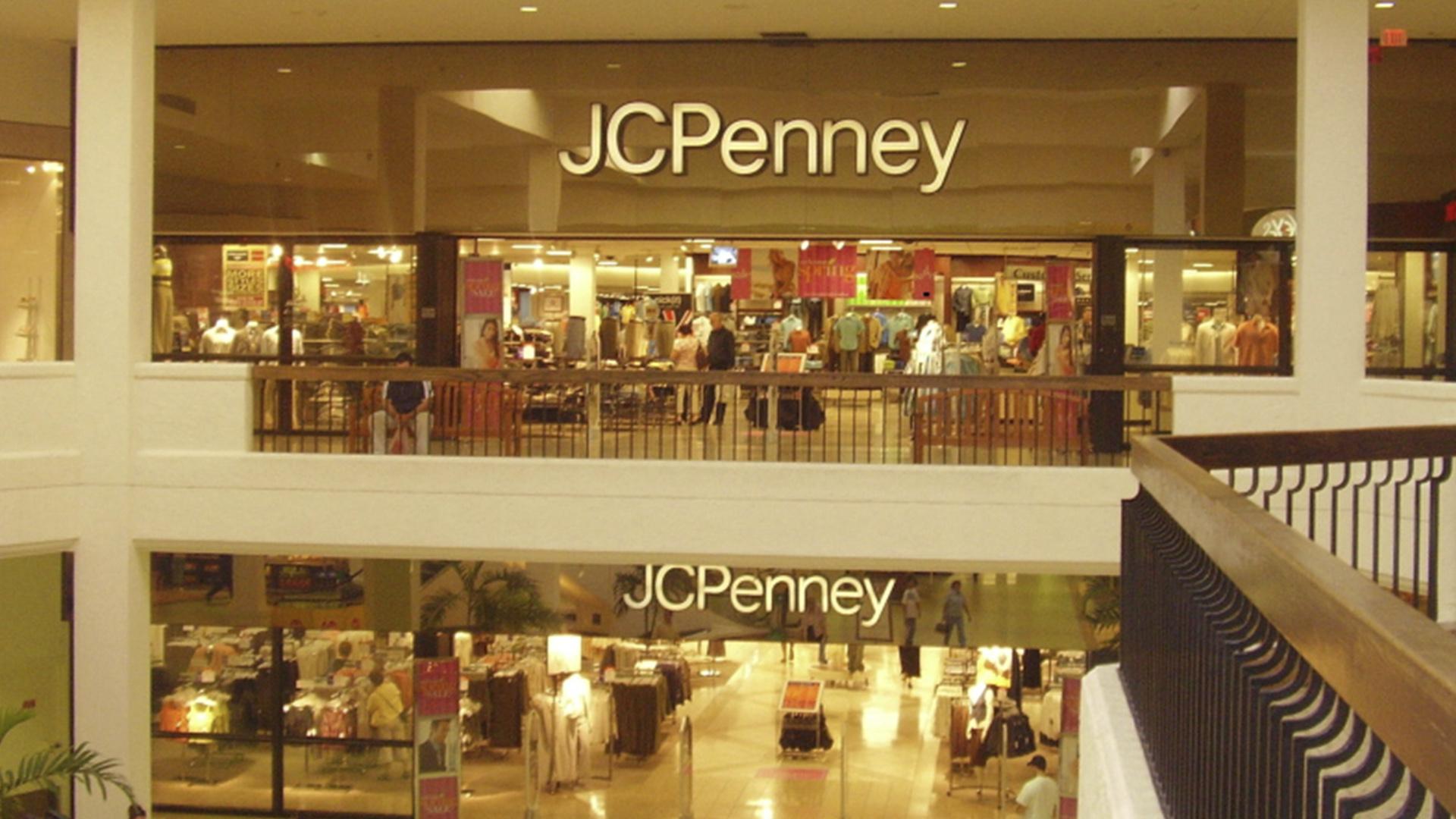 Aventura Mall chama atenção dos compradores pelos produtos com variedade de modelos e estamparias.