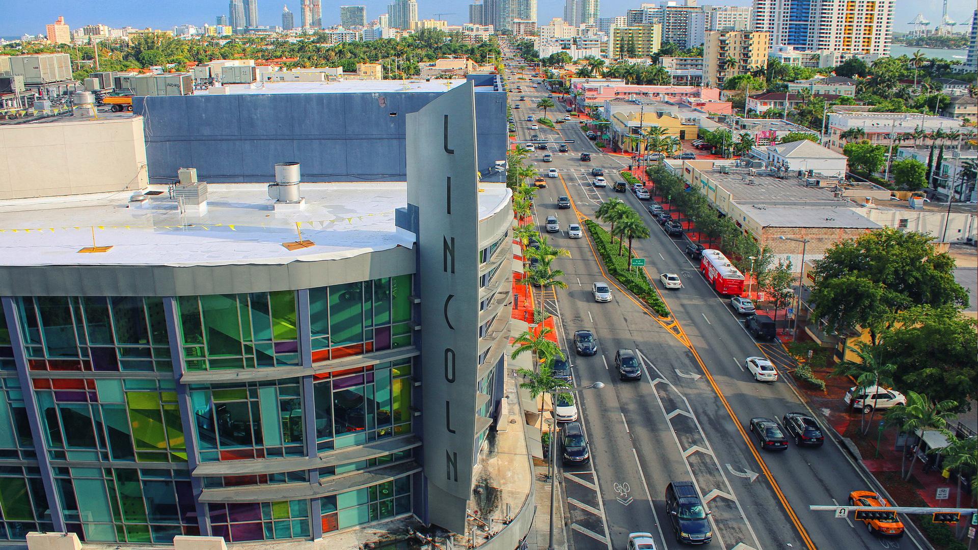 mesmo não tendo preços muito convidativos, o Lincoln Road é um excelente centro de compras em Miami.