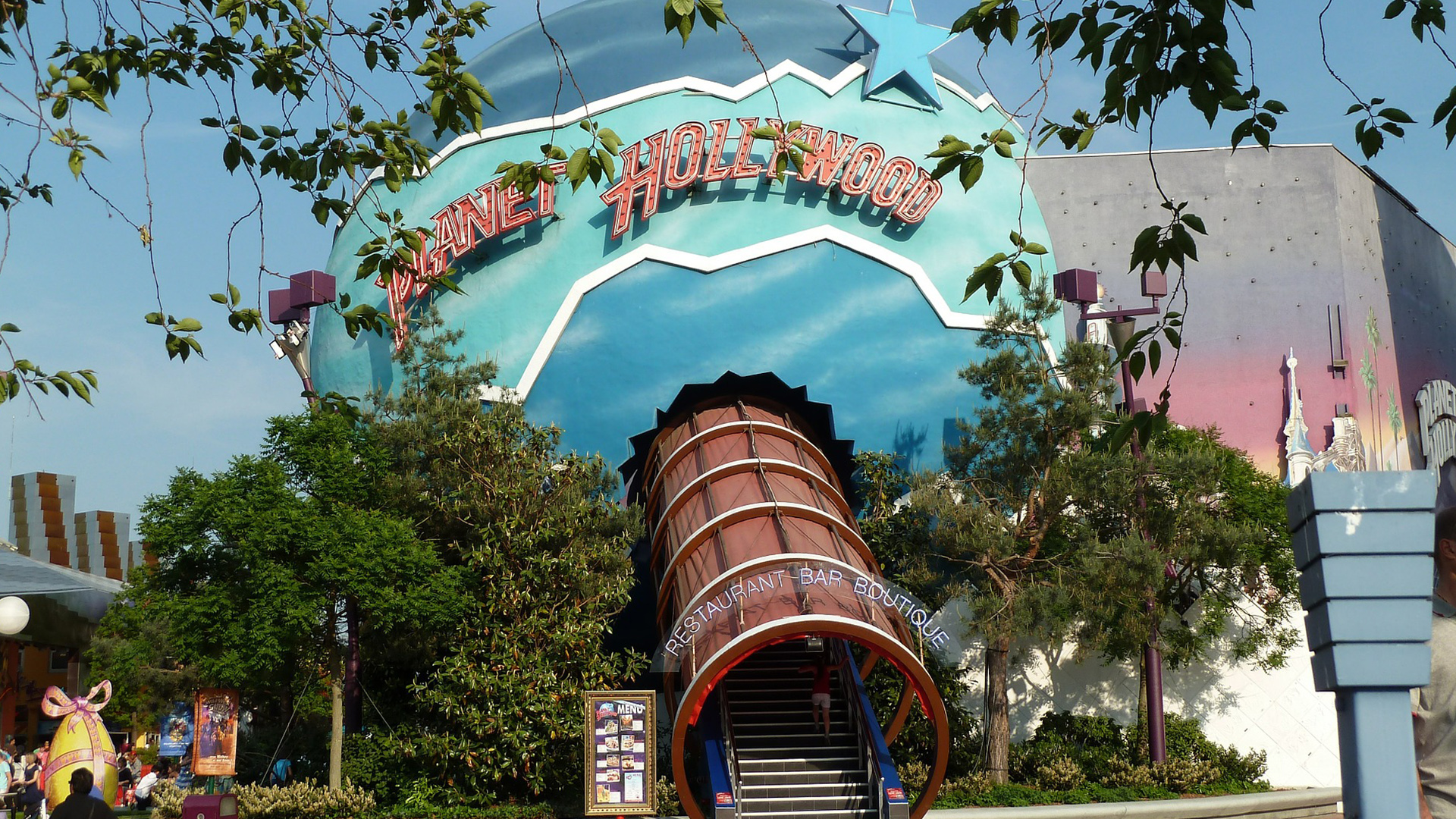 O Planet Hollywood é apenas uma das dezenas de atrações que você encontrará no Disney Springs.