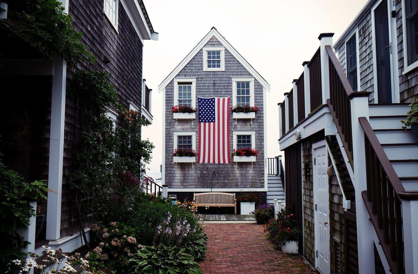casa com bandeira dos EUA