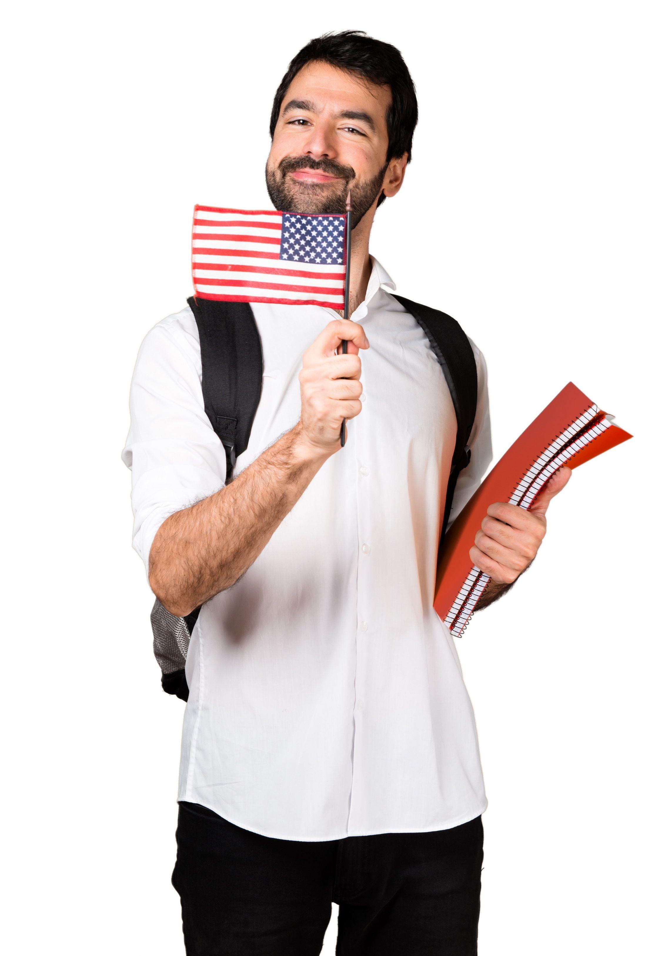 homem com cadernos e bandeira dos EUA nas mãos