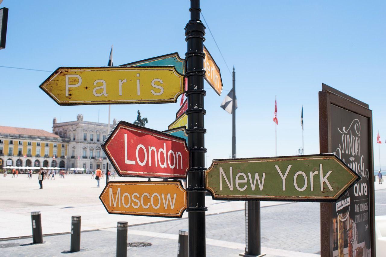 Placas de várias cidades do mundo
