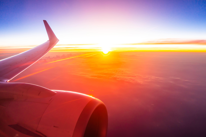 visão das nuvens pela janela de avião