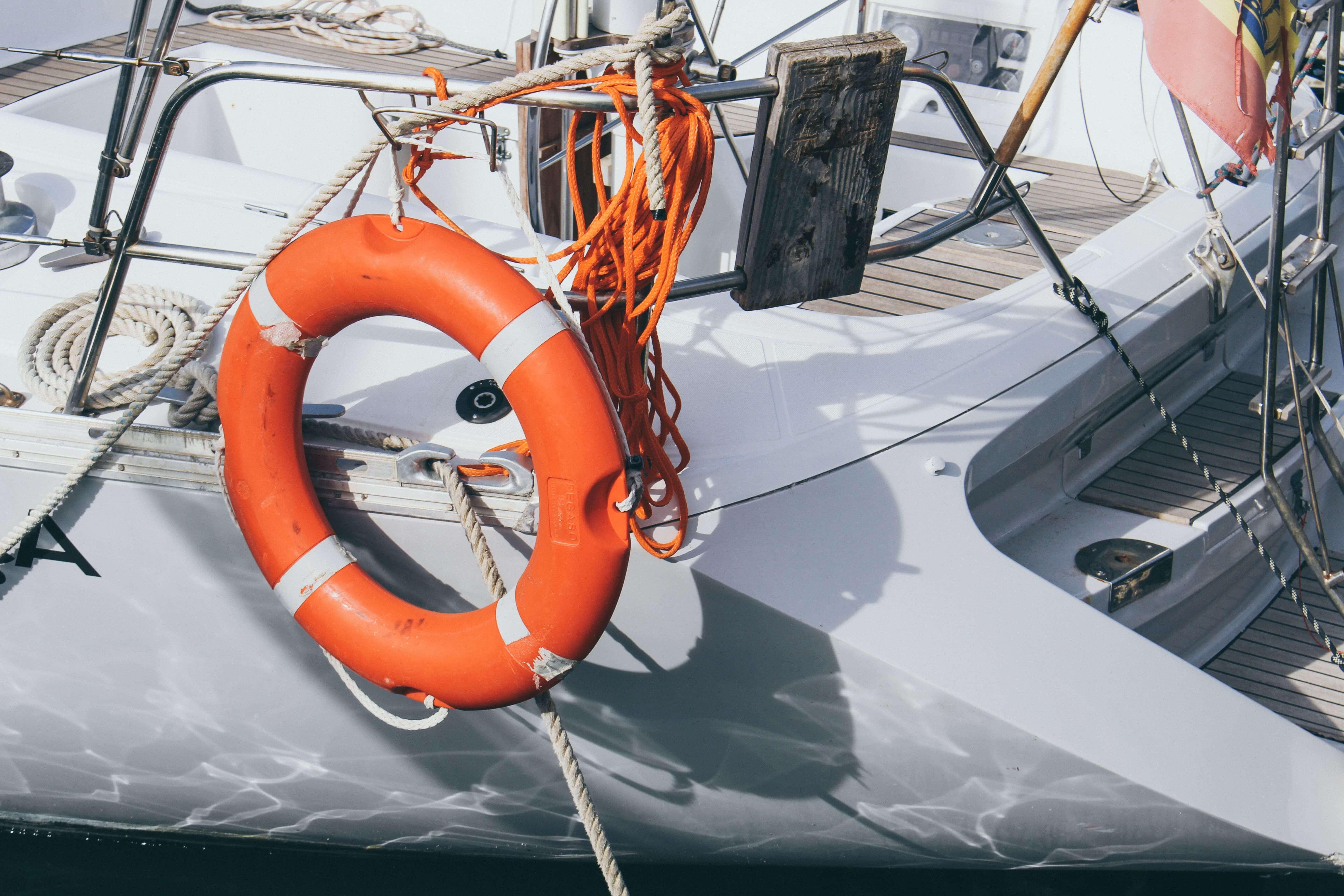 boia salva vidas em barco