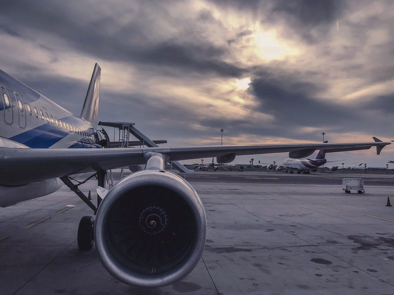 turbina de avião em aeroporto