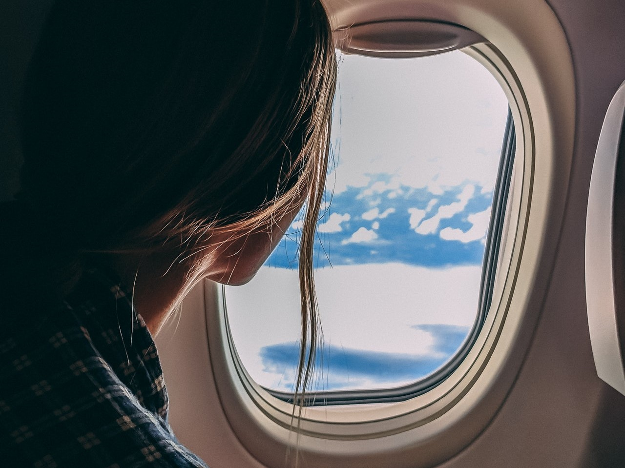 vista da janela de avião em primeira viagem internacional